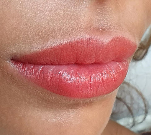 Semi-Permanent Lip Blush: How You Can Enhance The Shape And Colour Of Your Lips